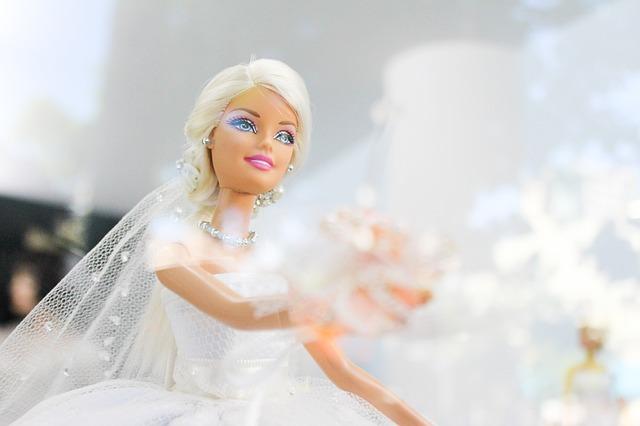 bride-969343_640